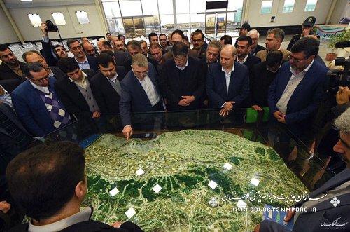 بازدید وزیر راه وشهرسازی از بندر خشک اینچه برون استان گلستان
