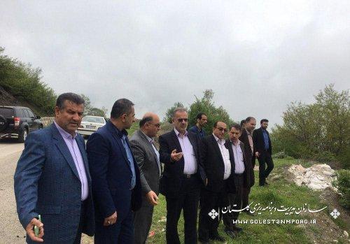 بازدید آقای روزبهان و جمعی از مسئولین استانی از محورهای مواصلاتی روستاهای بخش چشمه ساران