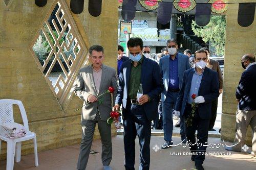 تجدید میثاق رئیس سازمان در مزار مطهر شهدای گمنام  با مراسم غبارروبی و گل افشانی