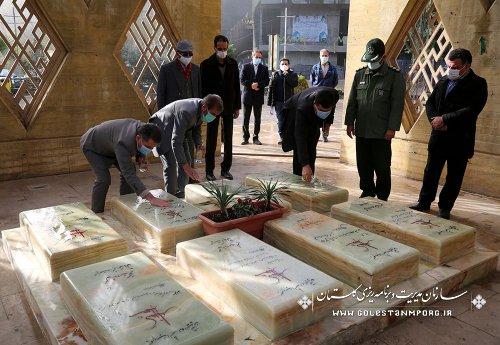 غبار روبی وعطر افشانی گلزار شهدای گمنام با حضور رئیس سازمان مدیریت و برنامه ریزی استان گلستان